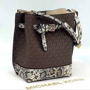 Michael Kors Emilia Small Bucket Bag Messenger